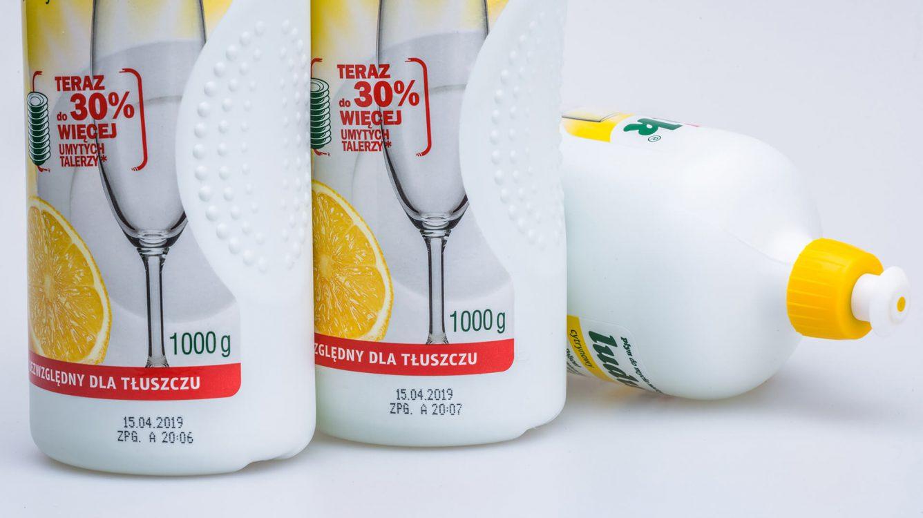 Opakowania jednostkowe - nadruk czarnym atramentem na butelkach plastikowych