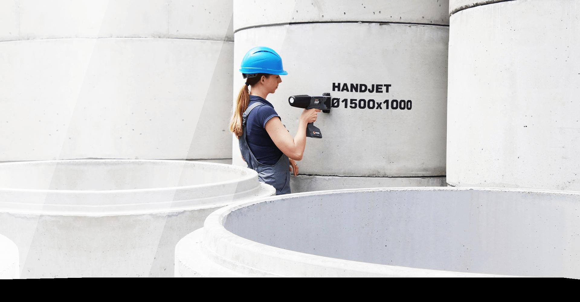 Handjet - seria mobilnych, przemysłowych drukarek atramentowych (8 ÷ 58 mm wysokości wydruku, technologia DOD – drop-on-demand) przeznaczone dobezdotykowego znakowania nakażdej powierzchni, wdowolnym miejscu ipołożeniu.