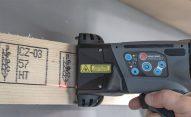 Znakowanie drewna i powierzchni drewnopodobnych. - znakowanie drewna HANDJET EBS 260 wydruk na drewnianej kostce dsc07655