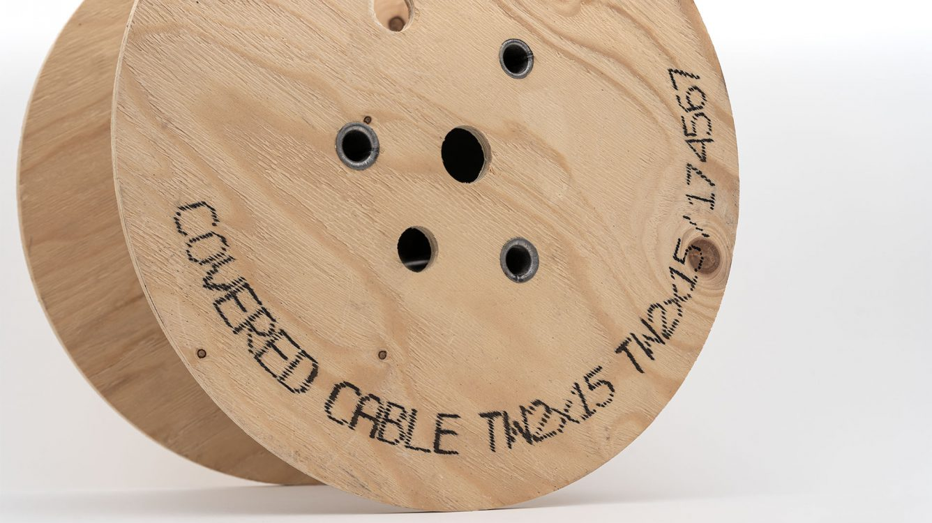 Znakowanie drewna i powierzchni drewnopodobnych. - znakowanie drewna Handjet EBS 260 wydruk po luku na drewnianej rolce dsc00008