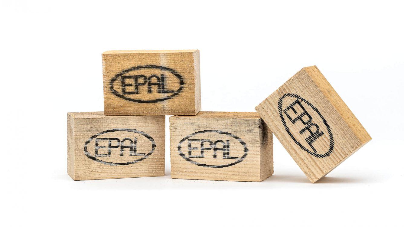 Znakowanie drewna i powierzchni drewnopodobnych. - znakowanie drewna Handjet EBS 260 wydruk epal na kawałku drewnianej palety DSC00029